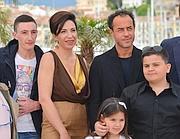 Matteo Garrone a Cannes con il cast di �Reality� (Afp)
