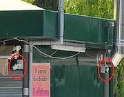 Le due telecamere (installate sul tetto del chiosco) che hanno ripreso l'attentato davanti alla scuola Laura Morvillo Falcone a Brindisi (Ansa)