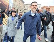 Il grillino Federico Pizzarotti con la moglie Cinzia (Ansa)