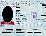 Il facsimile del passaporto israeliano su Wikipedia