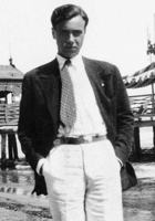 Antonio Delfini è stato uno scrittore, poeta e giornalista. Aveva la villa di famiglia fra Cavezzo e Disvetro nel Modenese