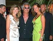 Briatore con due ospiti del Billionaire