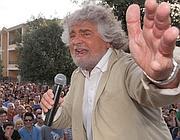 Beppe Grillo a Quartucciu (Cagliari) per un comizio a sostegno della lista del Movimento 5 Stelle (Ansa/Ungari)