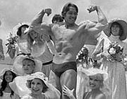 Arnold Schwarzenegger ai tempi in cui si allenava a Venice Beach(Ap)