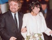 Le nozze tra Beppe Grillo e Parvin Tadjik, iraniana, nel '96 (Ansa)