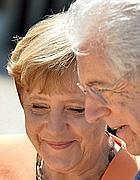 La Merkel e Monti (Afp)