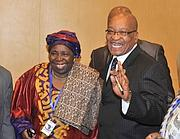Nkosazana Dlamini-Zuma  con l'ex marito, il presidente sudafricano Jacob Zuma (Epa)