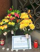 L'altarino con i fiori (da Twitter)