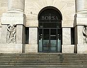 Un'immagine dell'esterno del palazzo della Borsa di Milano (Ansa)