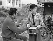 Giulietta Masina con Anthony Quinn nel film di Federico Fellini «La strada» (del 1954)