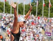 Martina Grimaldi saluta l'Hyde Park di Londra dove festeggia il terzo posto nella 10 km di fondo femminile (Reuters/Ebenbichler)