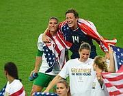 Le americane del calcio femminile festeggiano l'oro (Usa Today)
