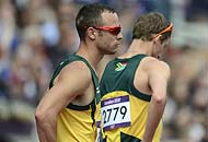 Beffa per Pistorius nella 4x400