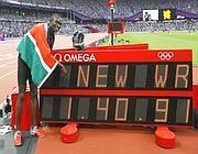 Il kenyano Rudisha dopo l'oro e il record negli 800 (Epa/Okten)