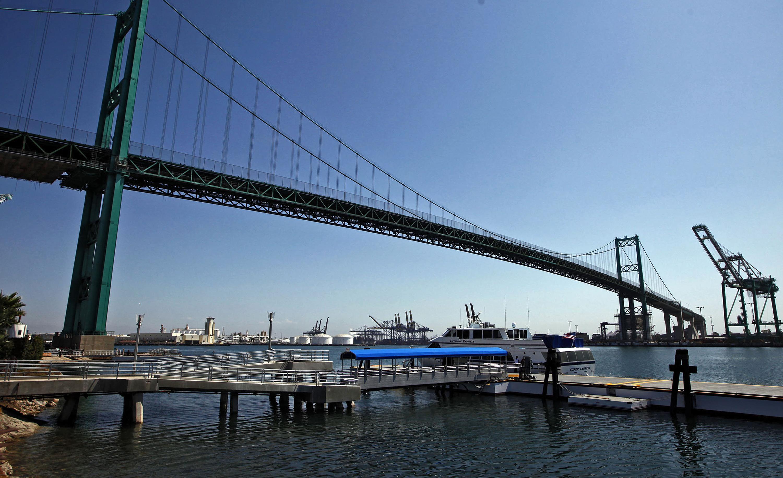 Il suicidio del regista filmato dalle videocamere le for Disegni di ponte a 2 livelli