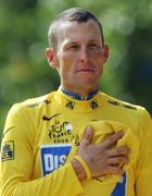 Lance Armstrong con la maglia gialla del Tour (Reuters)