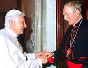 Carlo Maria Martini, in una foto d'archivio, con Benedetto XVI (Imagoeconomica)