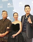 Kim Ki-Duk (a sinistra) con i suoi attori