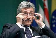 D'Alema : «Monti ora irrinunciabile Renzi? Sostenuto da chi non ci vuole»