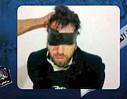 Fermo-immagine del video diffuso nell'aprile 2011 su youtube che mostrava Vittorio Arrigoni, rapito a Gaza da un gruppo islamico salafita
