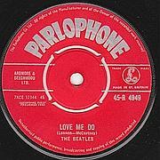 La prima stampa di Love Me Do con etichetta rossa Parlophone (da recordmecca.com)