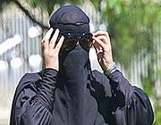 Il burqa copre sia la testa sia il corpo