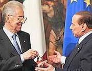 Il passaggio di consegne a Palazzo Chigi tra Berlusconi e Monti, il 16 novembre 2011 (Imagoeconomica)
