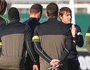Antonio Conte dirige l'allenamento