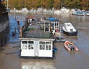 Verifiche sui barconi ormeggiati nel Tevere (Ansa/Del Castillo)