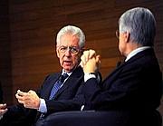 Il premier Monti con il direttore del Corriere Ferruccio de Bortoli (Cattaneo)