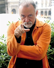 Giorgio Faletti (Asti, 1950)  scrittore, attore e musicista. Il suo primo romanzo, il thriller Io uccido,  uscito nel 2002 ed  stato un bestseller mondiale