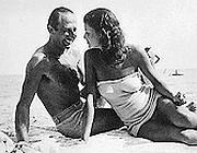 Dusko Popov con una delle sue conquiste