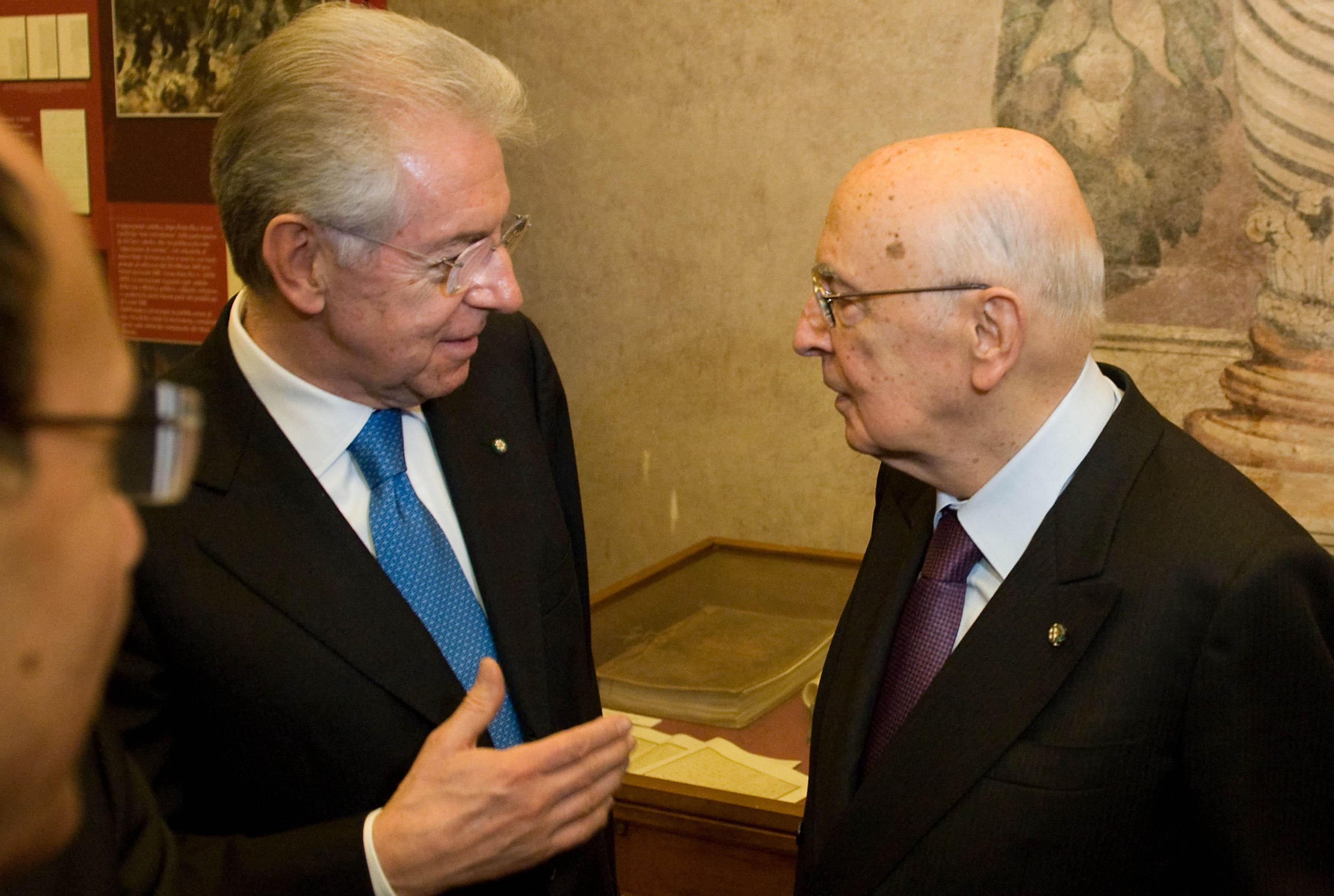 Napolitano con Monti in una foto d'archivio (Ansa)