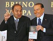Berlusconi con Vespa (Reuters)