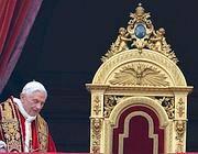 Il Papa a San Pietro per la tradizionale benedizione «Urbi et Orbi» di Natale (Afp)