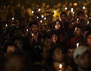 Una veglia di preghiera per la ragazza stuprata (Ap/Das)