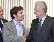 Andrea Calevo con Monti negli studi di Rai Uno (La Presse)