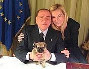 Silvio Berlusconi con Michaela Biancofiore e Puggy, cucciola di Carlino