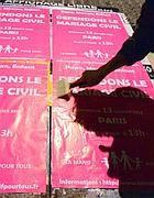 Manifesti in Francia a sostegno delle coppie Gay