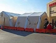 Una tendopoli fuori dall'ospedale di Allentown, in Pennsylvania (EPA)