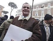 Roberto Calderoli davanti al ministero degli Interni per presentare il simbolo per la sua lista (Ansa)
