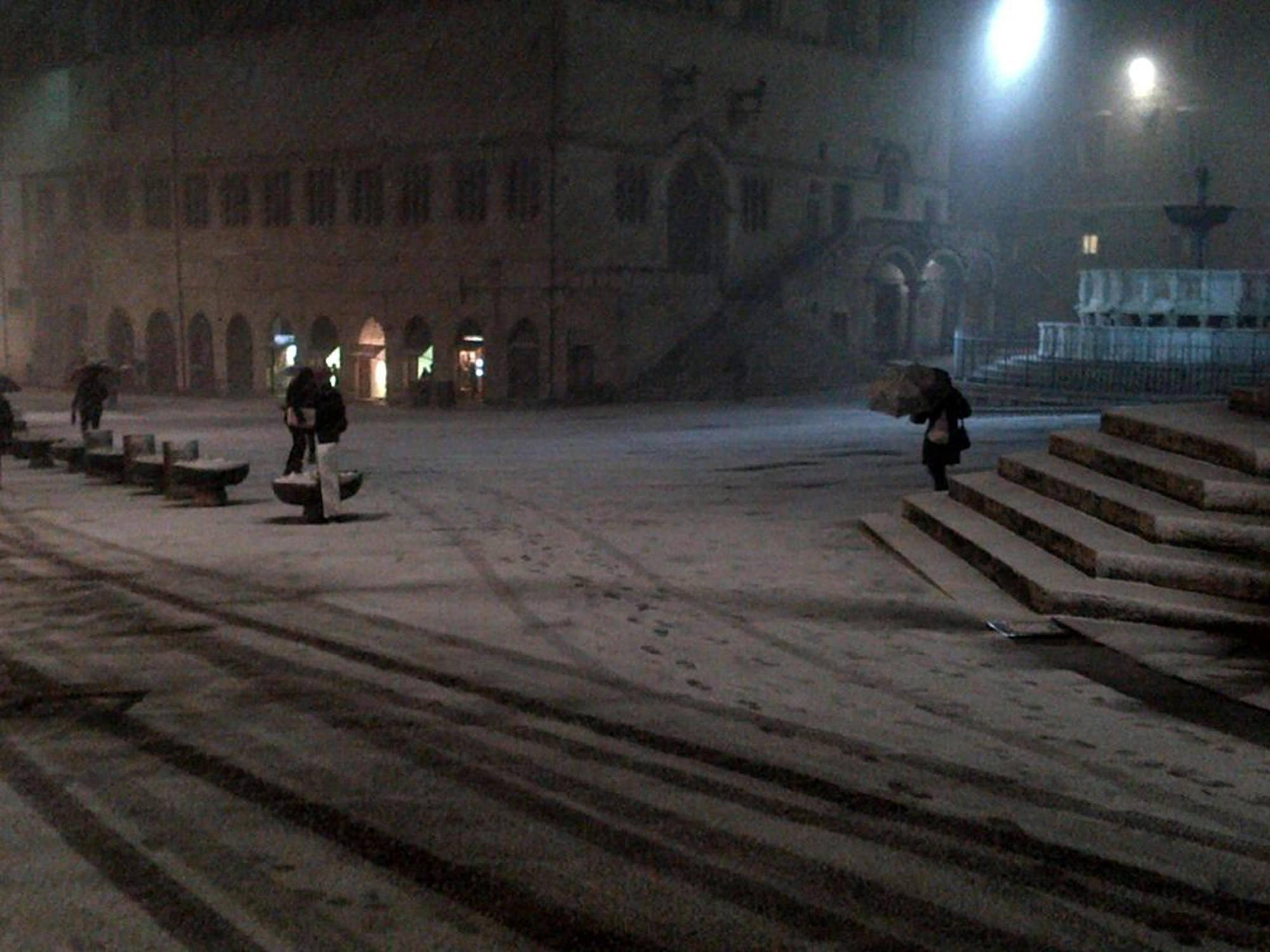 Neve in centro  a Perugia (Ansa/Sebastiani)