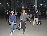Alcuni ostaggi, ormai liberi, raggiungono Algeri (Epa)