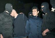 Il pianto del condannato a orte sulla spalla del boia di Teheran