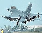 Uno dei caccia F-16 statunitensi (Ansa)