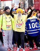 L'arrivo di Singh alla maratona di Toronto nel 2011 (Afp)
