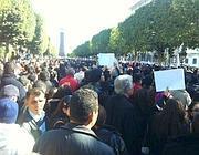 La folla in piazza a Tunisi (Da Twitter)