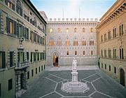 La sede centrale di Mps a Siena (Epa)