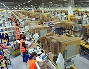 Operai nel centro logistico di Amazon, a Bad Hersfeld (AFP photo)