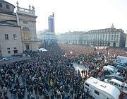 Piazza Castello gremita durante il comizio di Grillo (Ansa)